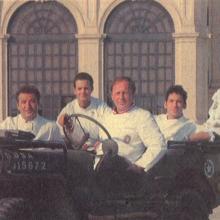 Vier Köche im Jeep